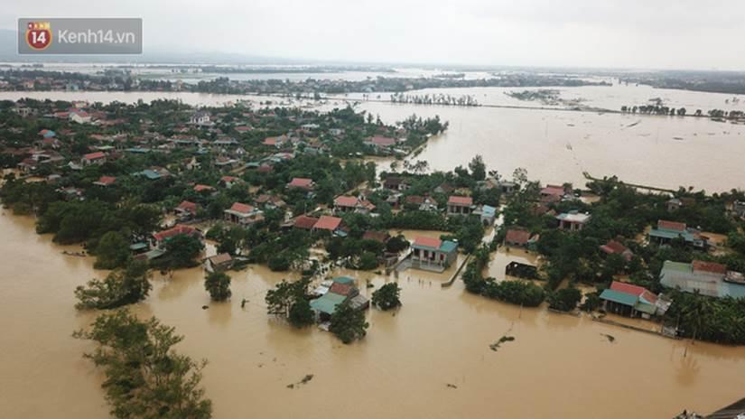 Chùm ảnh, video flycam: Cận cảnh lũ lịch sử nhấn chìm đường sá, ngập hàng ngàn ngôi nhà ở Quảng Bình-5