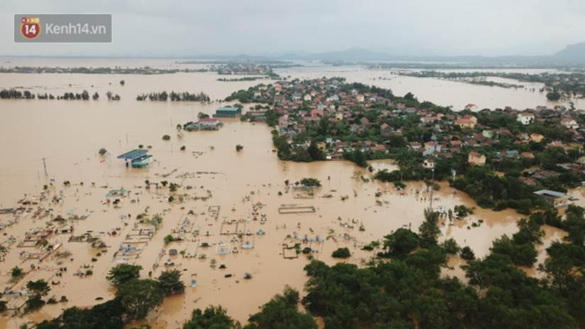 Chùm ảnh, video flycam: Cận cảnh lũ lịch sử nhấn chìm đường sá, ngập hàng ngàn ngôi nhà ở Quảng Bình-6