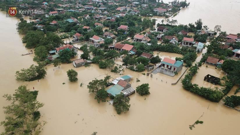 Chùm ảnh, video flycam: Cận cảnh lũ lịch sử nhấn chìm đường sá, ngập hàng ngàn ngôi nhà ở Quảng Bình-7