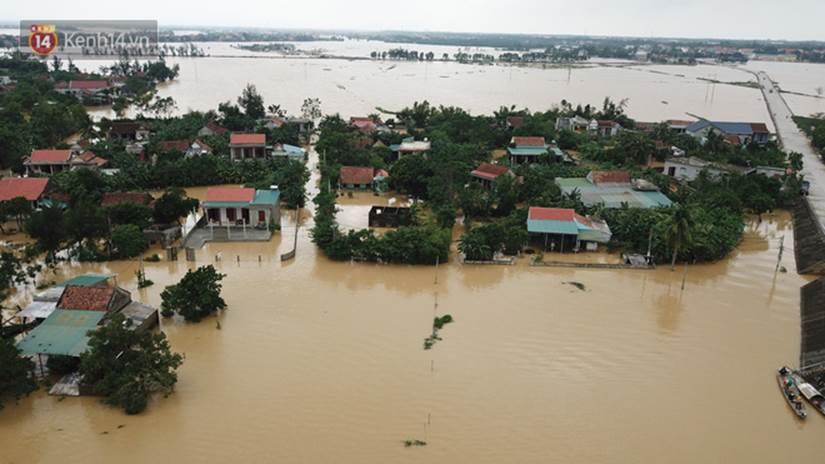 Chùm ảnh, video flycam: Cận cảnh lũ lịch sử nhấn chìm đường sá, ngập hàng ngàn ngôi nhà ở Quảng Bình-8