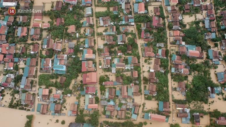 Chùm ảnh, video flycam: Cận cảnh lũ lịch sử nhấn chìm đường sá, ngập hàng ngàn ngôi nhà ở Quảng Bình-9