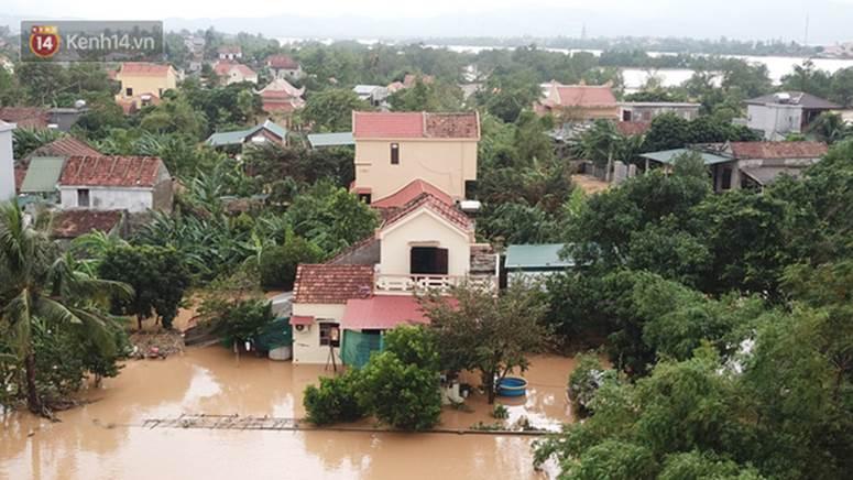 Chùm ảnh, video flycam: Cận cảnh lũ lịch sử nhấn chìm đường sá, ngập hàng ngàn ngôi nhà ở Quảng Bình-10