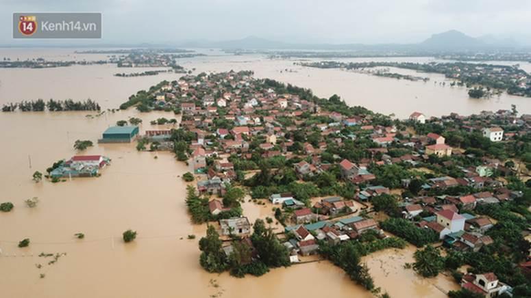 Chùm ảnh, video flycam: Cận cảnh lũ lịch sử nhấn chìm đường sá, ngập hàng ngàn ngôi nhà ở Quảng Bình-12
