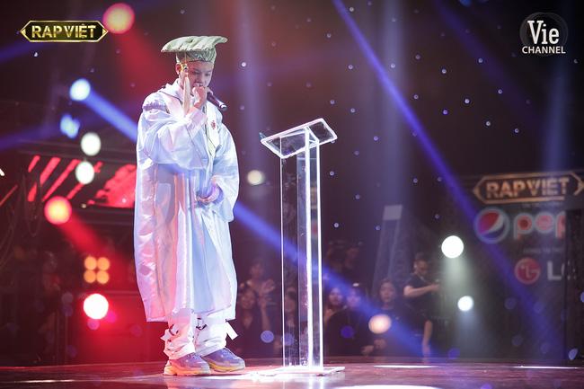 Rap Việt: Dế Choắt tiến thẳng chung kết, nhưng xuất sắc không kém là màn diss nhẹ của 16 Typh với Binz-10