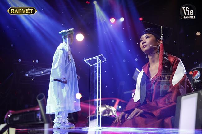 Rap Việt: Dế Choắt tiến thẳng chung kết, nhưng xuất sắc không kém là màn diss nhẹ của 16 Typh với Binz-11
