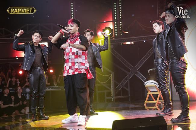Rap Việt: Dế Choắt tiến thẳng chung kết, nhưng xuất sắc không kém là màn diss nhẹ của 16 Typh với Binz-12