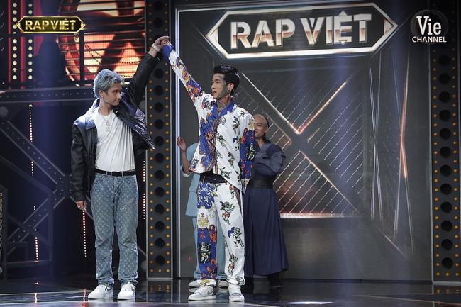 Rap Việt: Dế Choắt tiến thẳng chung kết, nhưng xuất sắc không kém là màn diss nhẹ của 16 Typh với Binz-9