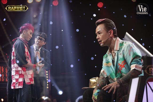 Rap Việt: Dế Choắt tiến thẳng chung kết, nhưng xuất sắc không kém là màn diss nhẹ của 16 Typh với Binz-13