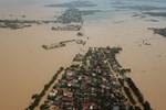 Video: Nhà ngập trong nước, phố biến thành sông tại Đà Nẵng-1