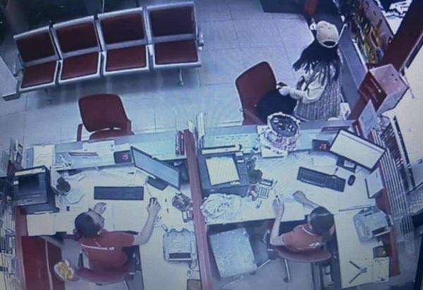 Lời khai nữ nghi phạm cướp ngân hàng hơn 2 tỷ đồng ở Sài Gòn: Cướp để trả nợ, không ngờ tiền nhiều đến vậy-3