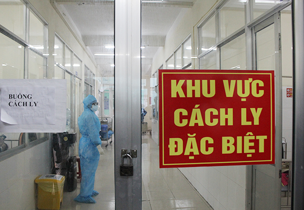 Chuyên gia người Ấn Độ và nữ du học sinh về từ Anh mắc COVID-19, Việt Nam có 1.109 bệnh nhân-1