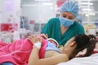 Vừa trao con cho bà mẹ mới sinh, bác sĩ đã phải cúi đầu xin lỗi vì một sai sót nghiêm trọng trong quá trình siêu âm