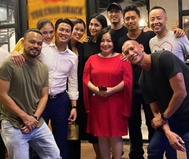 Linh Rin và Phillip Nguyễn cứ ôm nhau bất chấp trong hình chụp đôi hay ảnh gia đình, lấn lướt cả vợ chồng Hà Tăng-3
