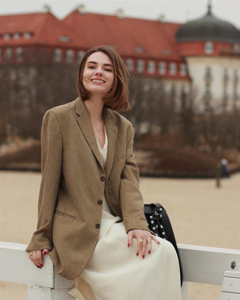 Nghe các quý cô Paris thị phạm 3 chiêu chọn blazer: Diện lên người là sang - xịn - mịn miễn bàn-1