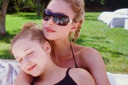 Bất ngờ trước ngoại hình phổng phao của bé Harper Beckham, nhìn qua lại tưởng thiếu nữ tuổi 15