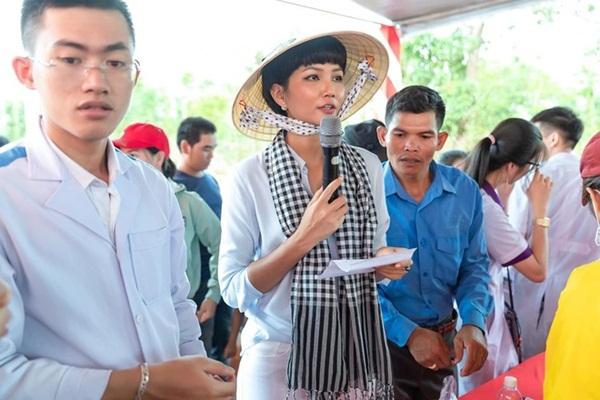 Lý Hải, Minh Hà quyên góp hơn 560 triệu đồng ủng hộ miền Trung-2