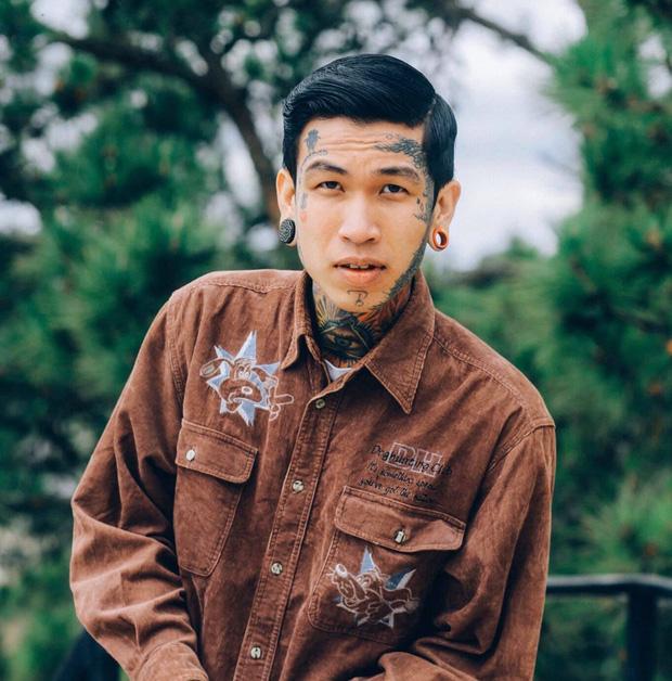 Thí sinh đầu tiên vào chung kết Rap Việt: Cơ cực mưu sinh và ý nghĩa hình xăm trên cơ thể-2