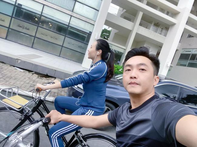 Vợ chồng Cường Đô La trốn con ra ngoài hẹn hò riêng, thân hình sau sinh của Đàm Thu Trang lộ rõ-1