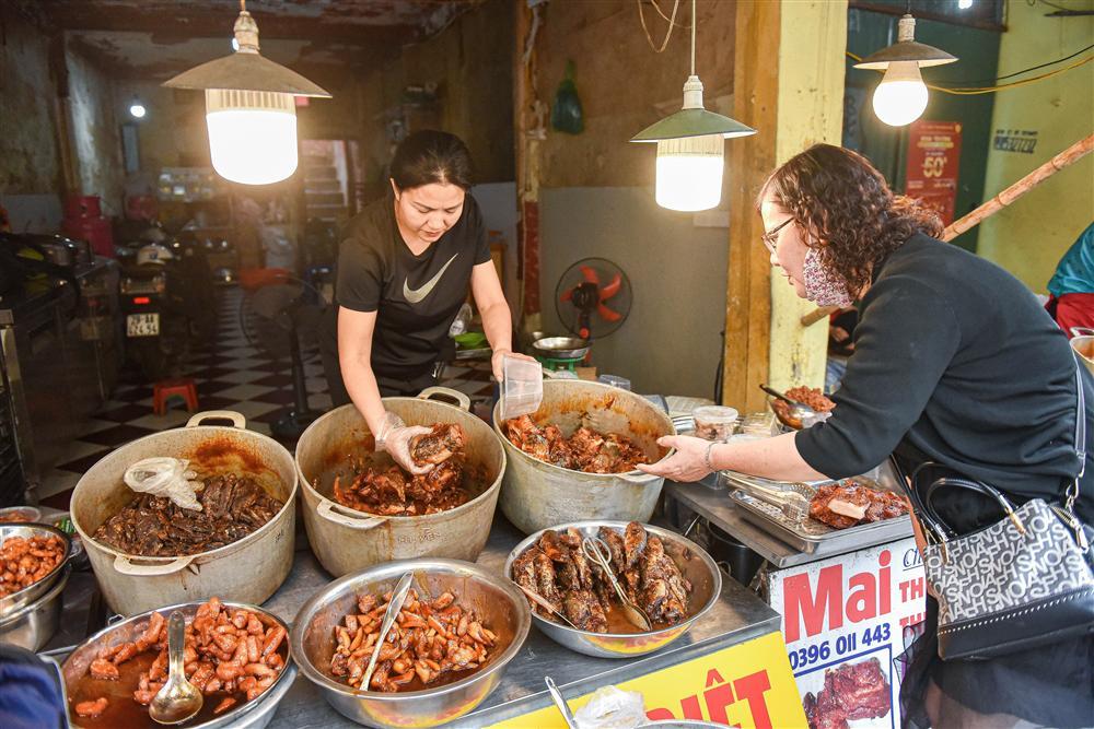 Bí mật quán cá kho phổ cổ Hà Nội, bà chủ bán 200kg cá mỗi ngày-2
