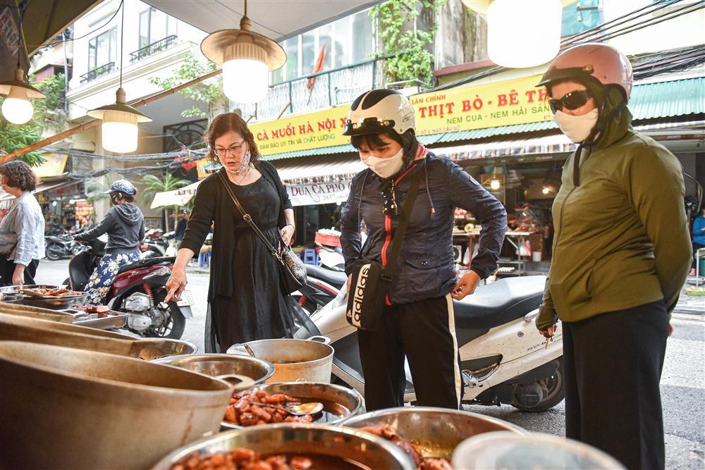 Bí mật quán cá kho phổ cổ Hà Nội, bà chủ bán 200kg cá mỗi ngày-3