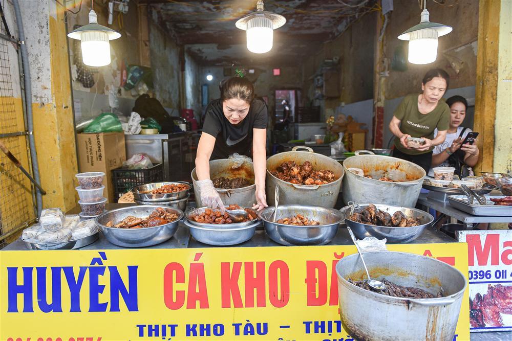 Bí mật quán cá kho phổ cổ Hà Nội, bà chủ bán 200kg cá mỗi ngày-4