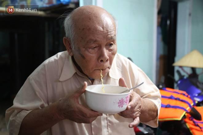 Người dân 5 ngày ăn cháo trắng kèm muối, đêm không dám ngủ trong trận lũ lịch sử ở Quảng Bình-12