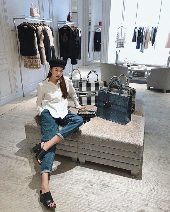Thanh Hằng khoe tủ đồ hàng hiệu la liệt như bày bán ở trung tâm thương mại-5