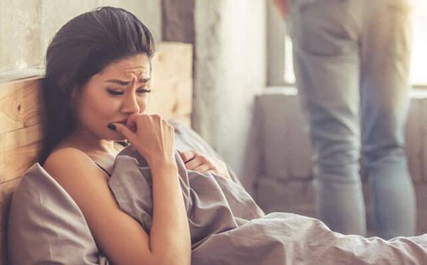 Đang ân ái với bạn gái, chàng trai lập tức bật dậy đi về vì mẹ gọi, không muốn con trai ngoài tầm kiểm soát-1