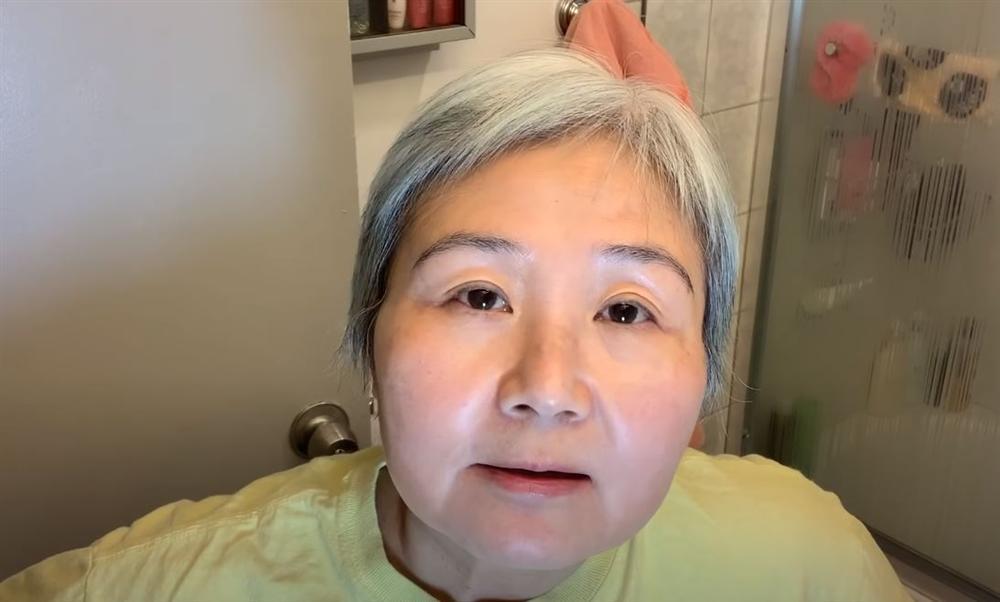 Cụ bà 60 tuổi chỉ cách nhân đôi hiệu quả dưỡng ẩm: Quan trọng nhất là bước niêm phong da nhưng chị em hay bỏ qua-2