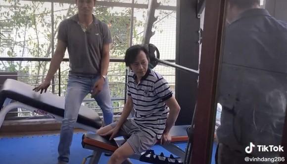 Sau thời gian miệt mài tập gym, danh hài Hoài Linh đã tăng cân và thần thái hơn hẳn-1