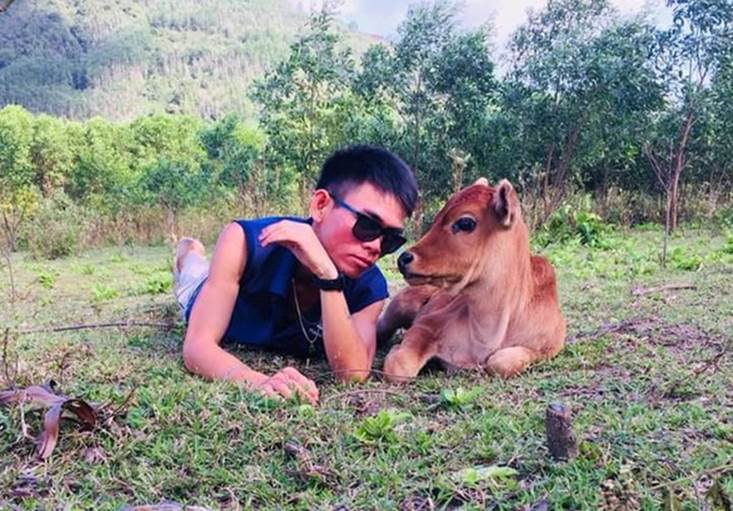 Chàng trai chăn bò Ytiet tiết lộ được mời tham gia nhiều show ở Mỹ nhưng không biết có nên đi không vì đang bận xây... nhà vệ sinh-2