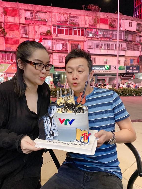 MC Anh Tuấn mở tiệc mừng sinh nhật tuổi 46 nhưng mọi ánh nhìn lại đổ dồn vào nhan sắc bà xã xinh đẹp, kín tiếng-7