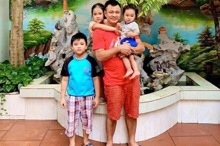 NSND Tự Long hiếm hoi khoe ảnh đầy đủ cả 3 con, con trai lớn với người vợ đầu tiên giờ đã phổng phao?