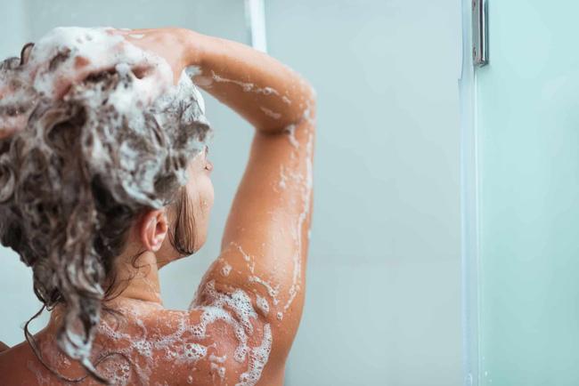 5 hóa chất trong một số sữa tắm, dầu gội, tiếp xúc nhiều gây rối loạn nội tiết, tăng nguy cơ ung thư-1