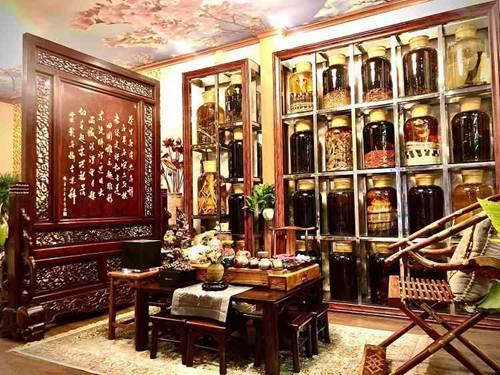 Choáng ngợp căn nhà nội thất toàn gỗ khắc nguyên khối tiền tỉ của đại gia Hà thành-1