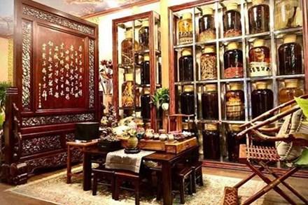 Choáng ngợp căn nhà nội thất toàn gỗ khắc nguyên khối tiền tỉ của đại gia Hà thành