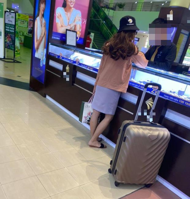 Nữ quái cướp ngân hàng ở TP.HCM bị bắt khi đang mua kim cương trong trung tâm thương mại-3