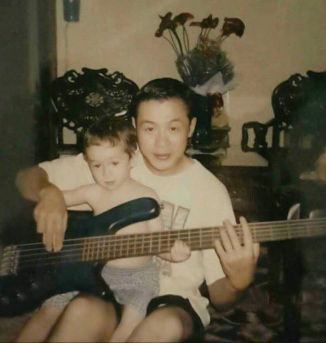 Hai cậu con trai lai Tây của MC Anh Tuấn: Càng lớn càng giống hệt bố, học rất giỏi và được nuôi dạy tinh tế đến nhường này-3