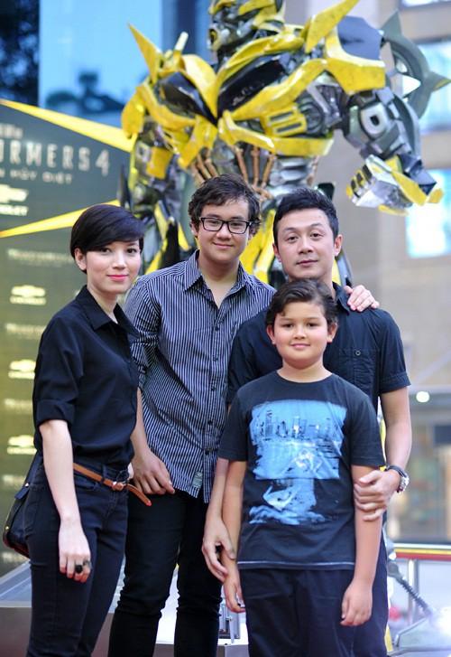 Hai cậu con trai lai Tây của MC Anh Tuấn: Càng lớn càng giống hệt bố, học rất giỏi và được nuôi dạy tinh tế đến nhường này-4