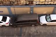 Clip: Bị chặn đầu và đuôi xe, tài xế vẫn rời 'chuồng' đầy thuyết phục