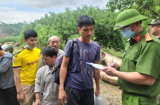 Những hình ảnh đầu tiên của 19 người được cứu từ Thủy điện Rào Trăng-5