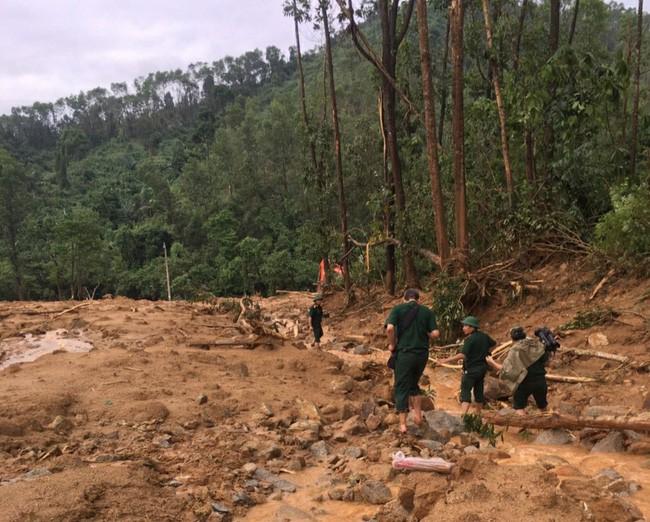 Hình ảnh gây sốc về trạm kiểm lâm nơi 13 chiến sĩ gặp nạn trên đường cứu hộ thủy điện Rào Trăng 3: Không còn gì ngoài đất đá, tiếng gọi còn ai không mãi không được đáp lời-3