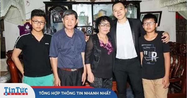 Vũ Khắc Tiệp đăng 'ảnh hiếm' cùng bố mẹ ở quê nhà Nam Định