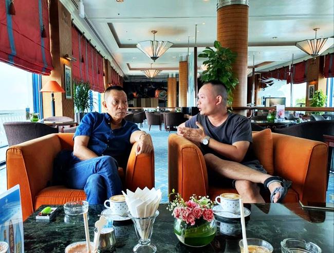 Nhà báo Lại Văn Sâm gây chú ý với khuôn mặt khó nịnh khi ngồi cạnh con trai, cuộc tâm sự giữa hai người đàn ông khiến ai cũng chú ý-1