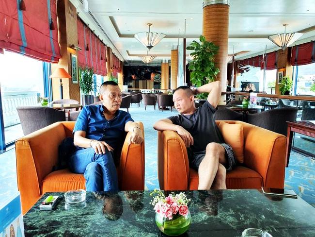 Nhà báo Lại Văn Sâm gây chú ý với khuôn mặt khó nịnh khi ngồi cạnh con trai, cuộc tâm sự giữa hai người đàn ông khiến ai cũng chú ý-2