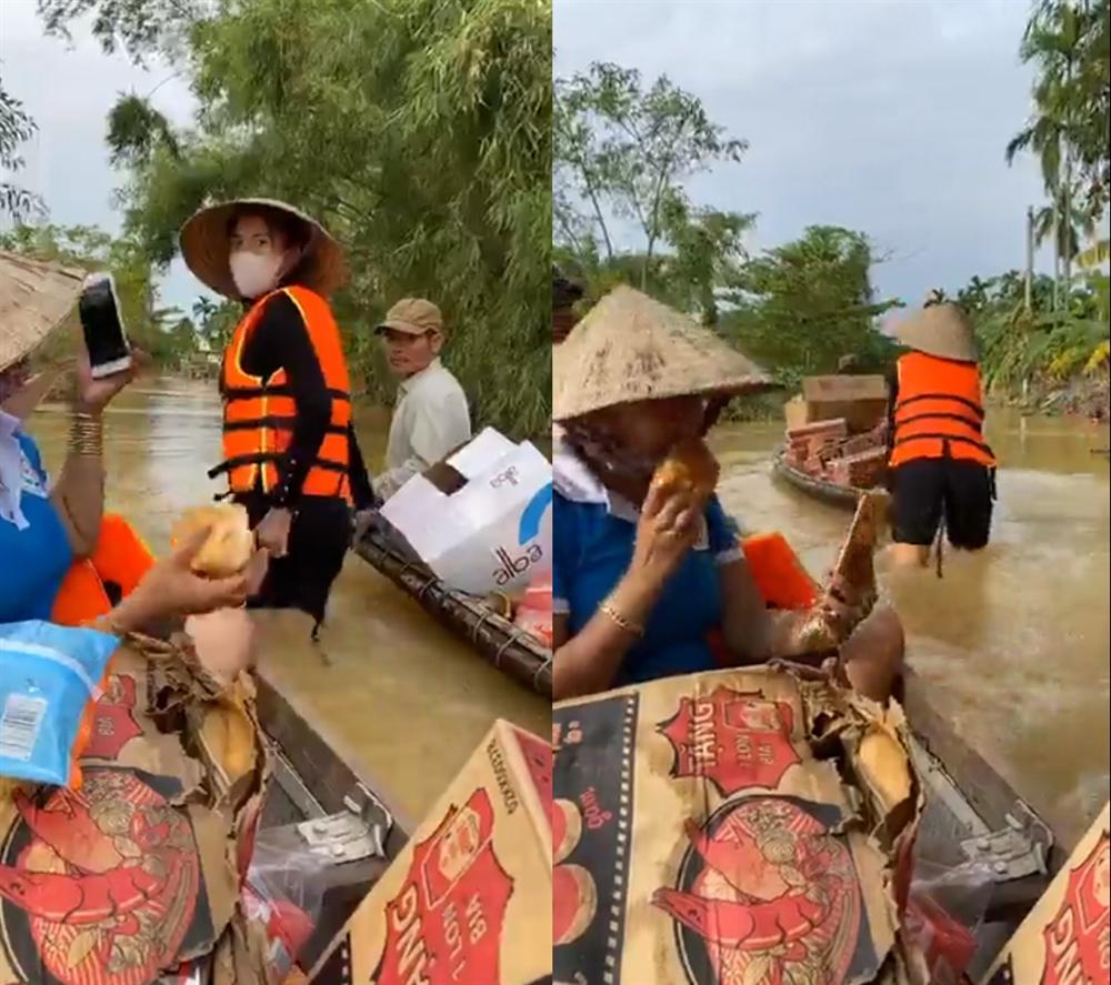 Thủy Tiên tự tay đẩy ghe vào vùng ngập lụt, tiết lộ lý do livestream phát đồ tiếp tế cho người dân-1