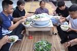 Bà Tân liên tục tung clip mới nhưng lộ rõ vẻ ngoài mệt mỏi, netizen tiếp tục soi mói tố bà khai gian số lượng món ăn?-9