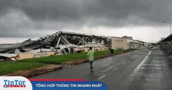 Rợn người lốc xoáy cuốn phăng mái tôn nhà xưởng 10.000m2 ở Tiền Giang