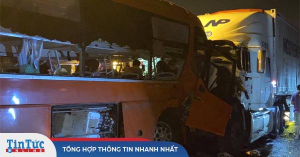Tai nạn trên đường dẫn hầm Hải Vân, 2 người chết, khoảng 20 người bị thương