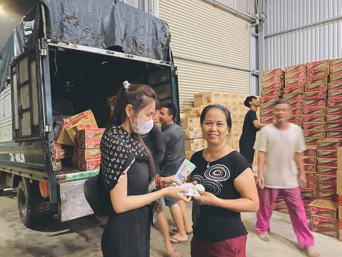Jimmii Nguyễn lên tiếng sau khi bị ném đá vì phát ngôn nhắc chuyện từ thiện của Thủy Tiên-2